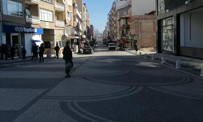 cadde ve meydanlar arac trafigine kapatildi 2