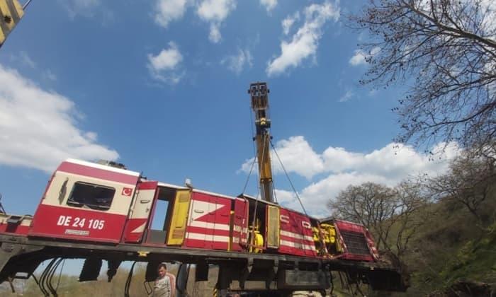 Susurluk'taki tren kazasında devrilen lokomotifler kaldırıldı