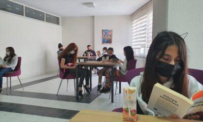 Susurluklu gençler kitap okuyor